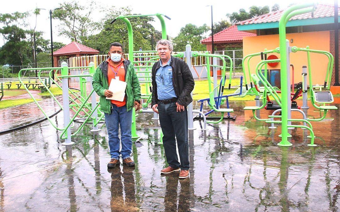 HEMCO entrega juegos para gimnasio al aire libre de Rosita