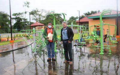 HEMCO dona gimnasio al aire libre en Rosita