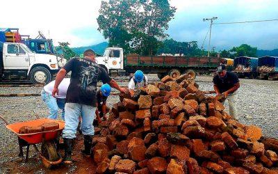 Mineros artesanales lideran jornada de limpieza en el patio de transporte Venus