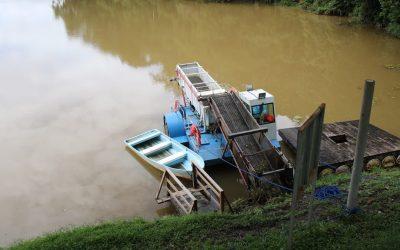 Más energía, HEMCO invierte en cortadora y recolectora de maleza acuática