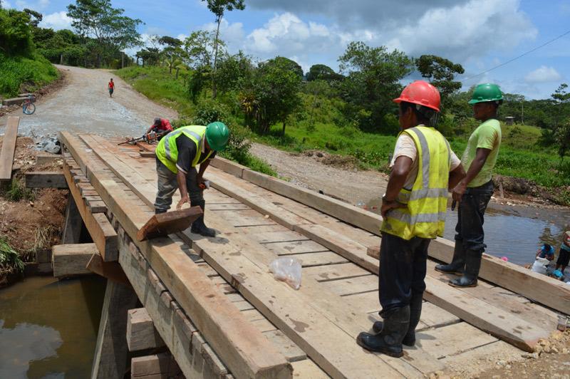 HEMCO reconstruye puente de Bonanza