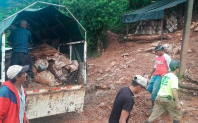 Mineros artesanales en jornada de limpieza